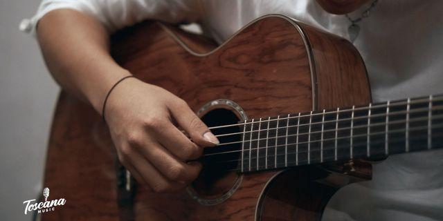 love-guitar-SJFR98-EI.jpg