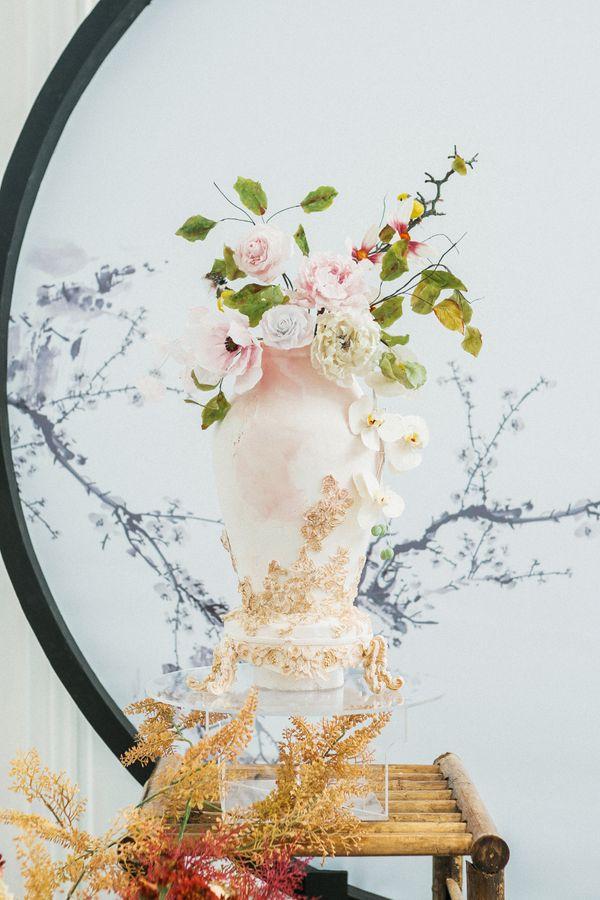 Engagement/Seserahan Cake - Flower Vase
