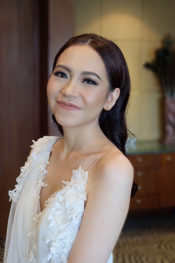 Theiya Makeup - Makeup dan Hairdo untuk Bride