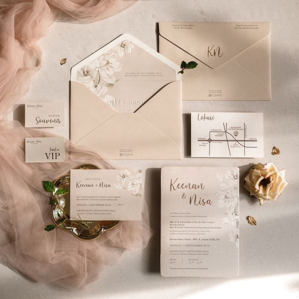 Wedding Invitation Watercolor Floral in Taupe
