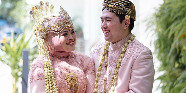 Akad / Holy Matrimony Intimate