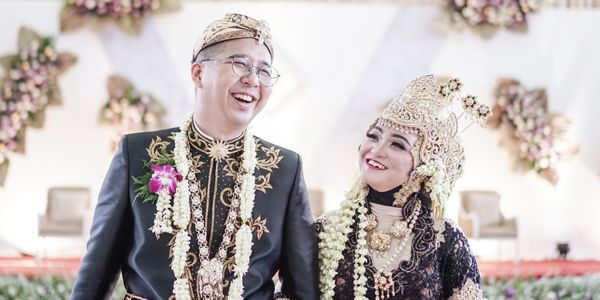 A Story - Pearl Wedding Photo Video