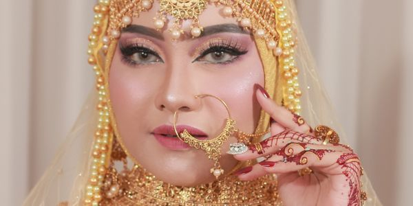 Makeup Akad Nikah/Resepsi Universal Bebas Pilih 3 pasang Busana