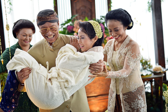 Guide to the traditional wedding procession: The Javanese Siraman Image 5
