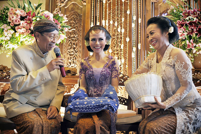 Guide to the traditional wedding procession: The Javanese Siraman Image 6