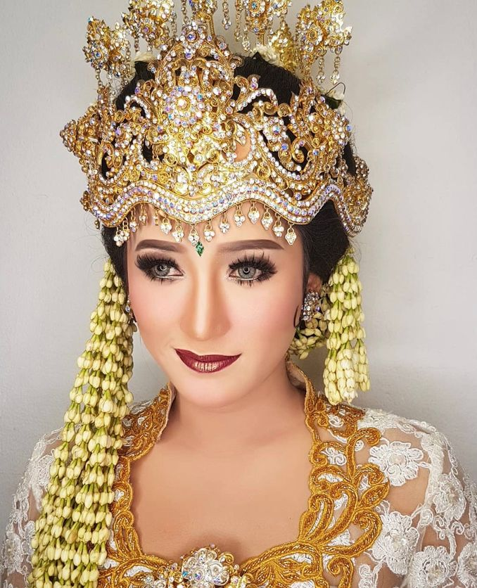 Rekomendasi Perias Pengantin Adat untuk Makeup Tradisional Pernikahan Anda Image 4