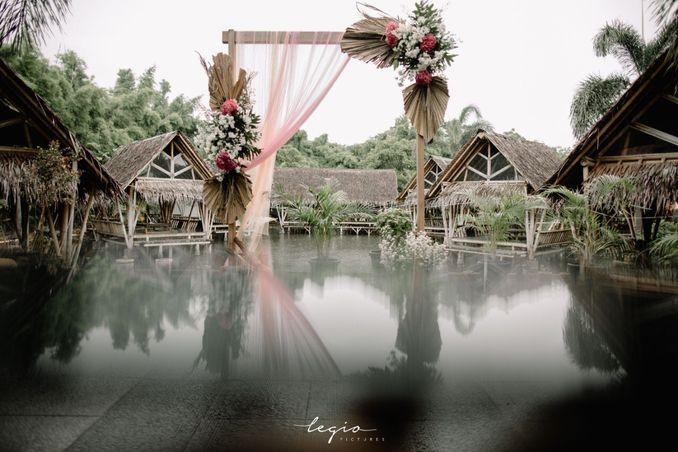 Inspirasi Pernikahan di Bawah Budget Rp 50.000.000 : Breezy Rustic Image 7
