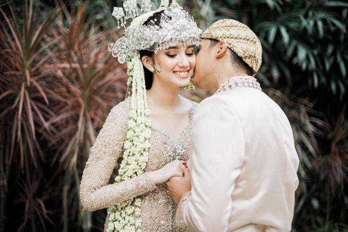 Inspirasi Pernikahan di Bawah Budget Rp 50.000.000 : Breezy Rustic Image 8