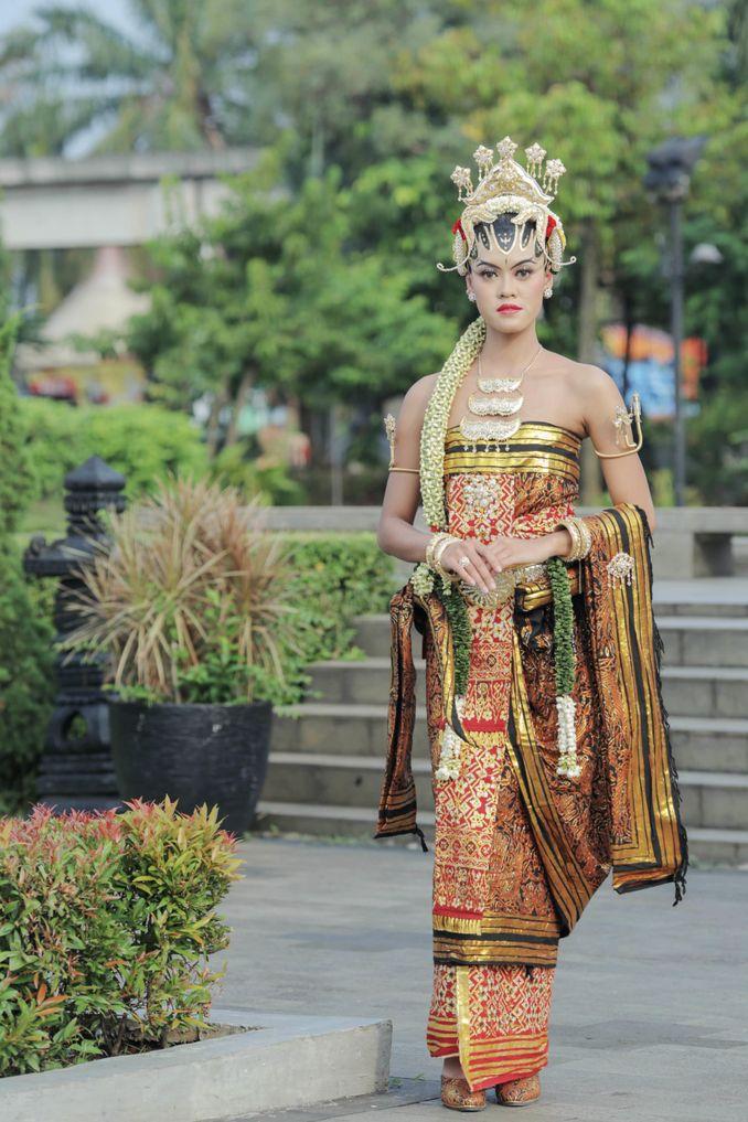 Kebaya Maupun Gaun Pernikahan, Berikut Rekomendasi Tempat Sewa Baju Pengantin Terpercaya Image 13
