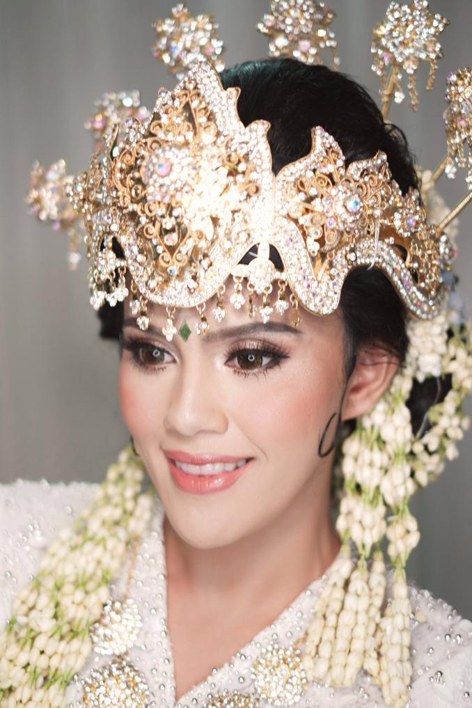 Inspirasi Pernikahan di Bawah Budget Rp 50.000.000 : Etnik Kontemporer Image 9