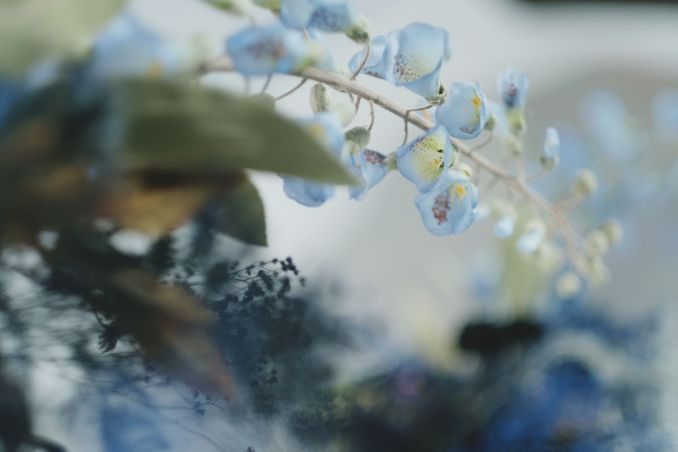 Tren Pernikahan 2020 Reflections Of The Sea: Dekorasi, Bunga, & Kue Pernikahan Image 3