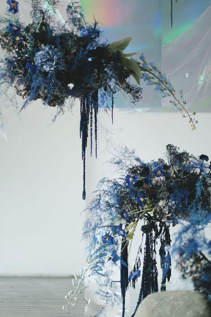 Tren Pernikahan 2020 Reflections Of The Sea: Dekorasi, Bunga, & Kue Pernikahan Image 1