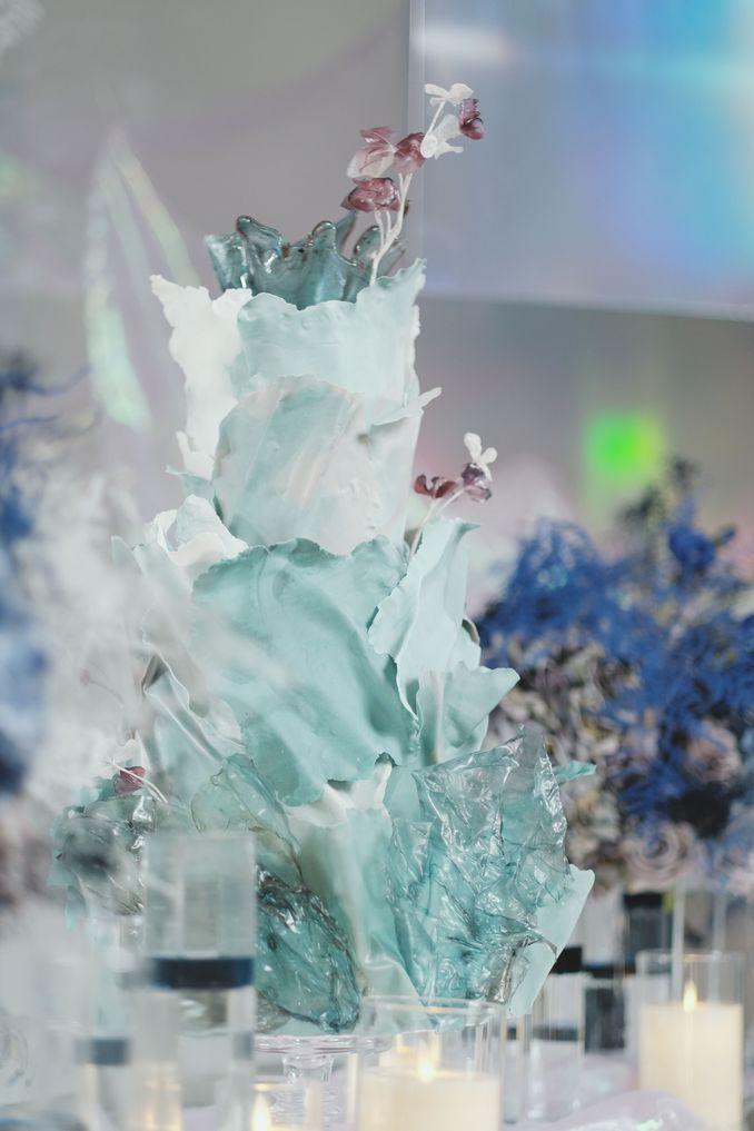 Tren Pernikahan 2020 Reflections Of The Sea: Dekorasi, Bunga, & Kue Pernikahan Image 18