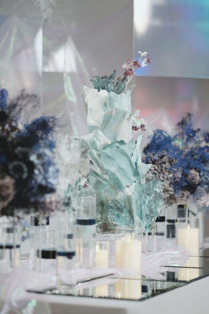 Tren Pernikahan 2020 Reflections Of The Sea: Dekorasi, Bunga, & Kue Pernikahan Image 19