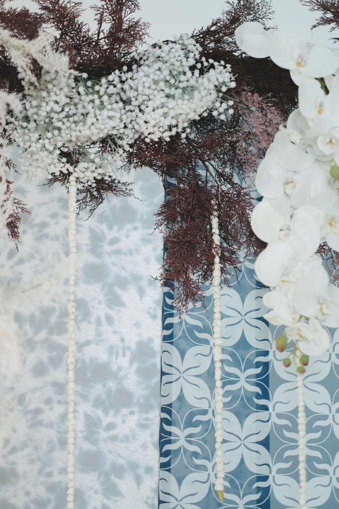Tren Pernikahan 2020 Reflections Of The Sea: Dekorasi, Bunga, & Kue Pernikahan Image 5