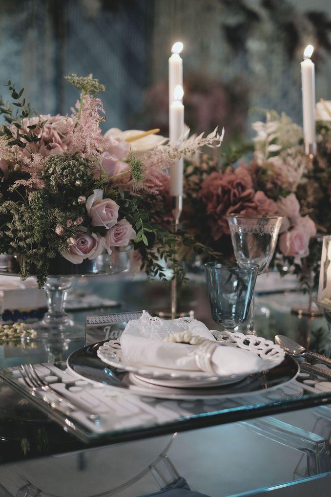 Tren Pernikahan 2020 Reflections Of The Sea: Dekorasi, Bunga, & Kue Pernikahan Image 9