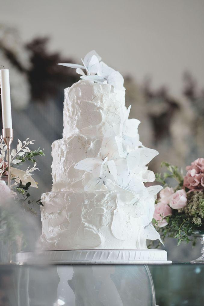 Tren Pernikahan 2020 Reflections Of The Sea: Dekorasi, Bunga, & Kue Pernikahan Image 17