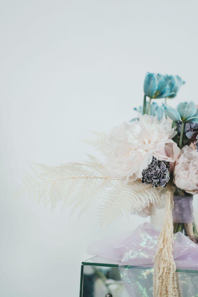Tren Pernikahan 2020 Reflections Of The Sea: Dekorasi, Bunga, & Kue Pernikahan Image 13