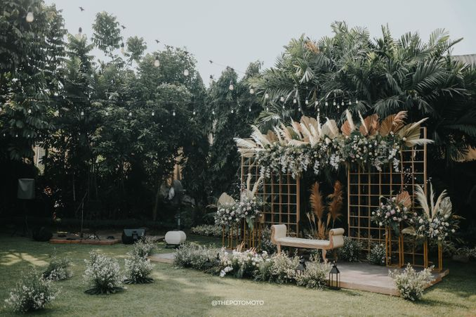 Inspirasi Pernikahan di Bawah Budget Rp 50.000.000 : Breezy Rustic Image 1