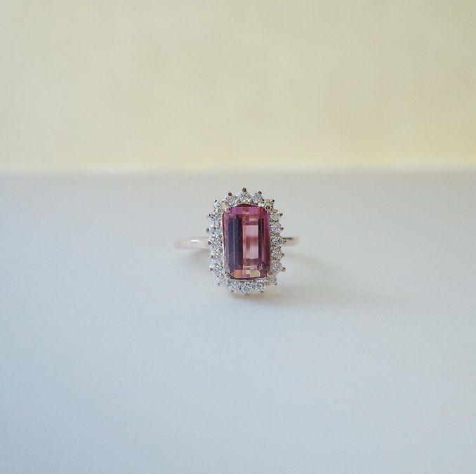 Pilihan Cincin Tunangan Hingga Cincin Kawin, serta Set Perhiasan yang Cocok untuk Berbagai Acara Spesial Image 14