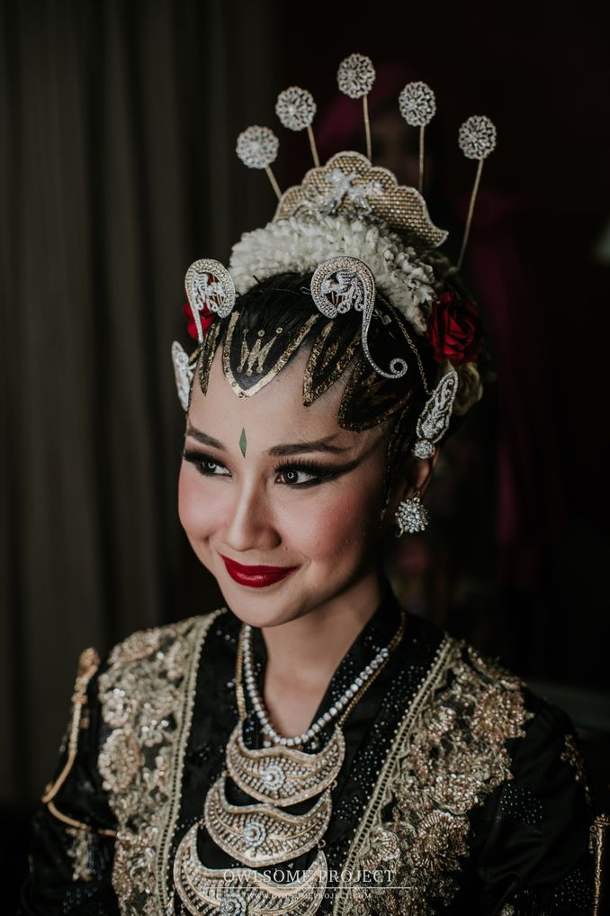 The Divine Meanings of Paes, The Central Javanese Bridal Makeup Image 3