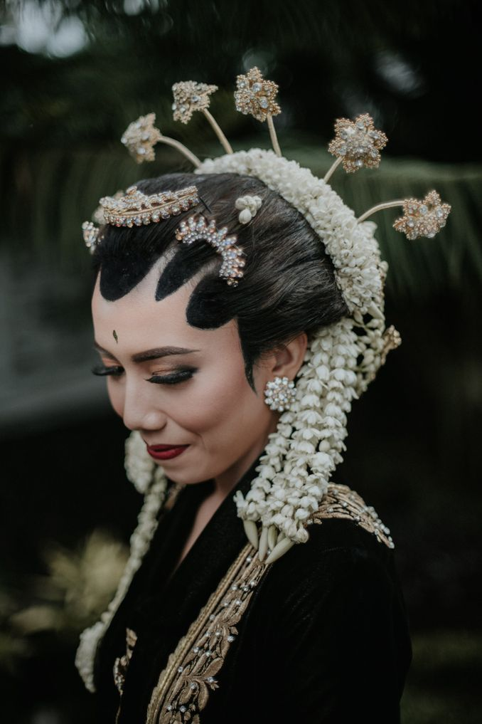 The Divine Meanings of Paes, The Central Javanese Bridal Makeup Image 1