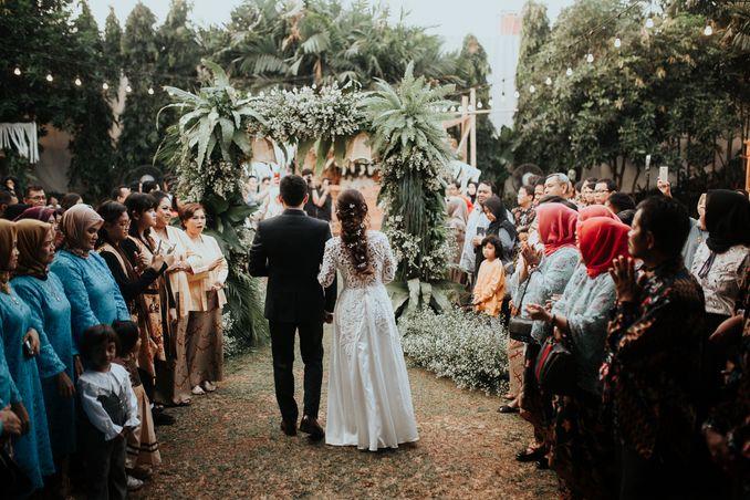 Inspirasi Pernikahan di Bawah Budget Rp 50.000.000 : Breezy Rustic Image 2