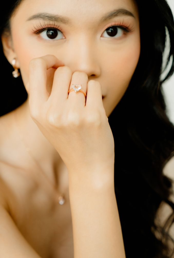 Pilihan Cincin Tunangan Hingga Cincin Kawin, serta Set Perhiasan yang Cocok untuk Berbagai Acara Spesial Image 13