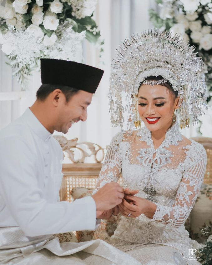 Makna Riasan Dan Atribut Pengantin Minang dari Sumatera Barat Image 1