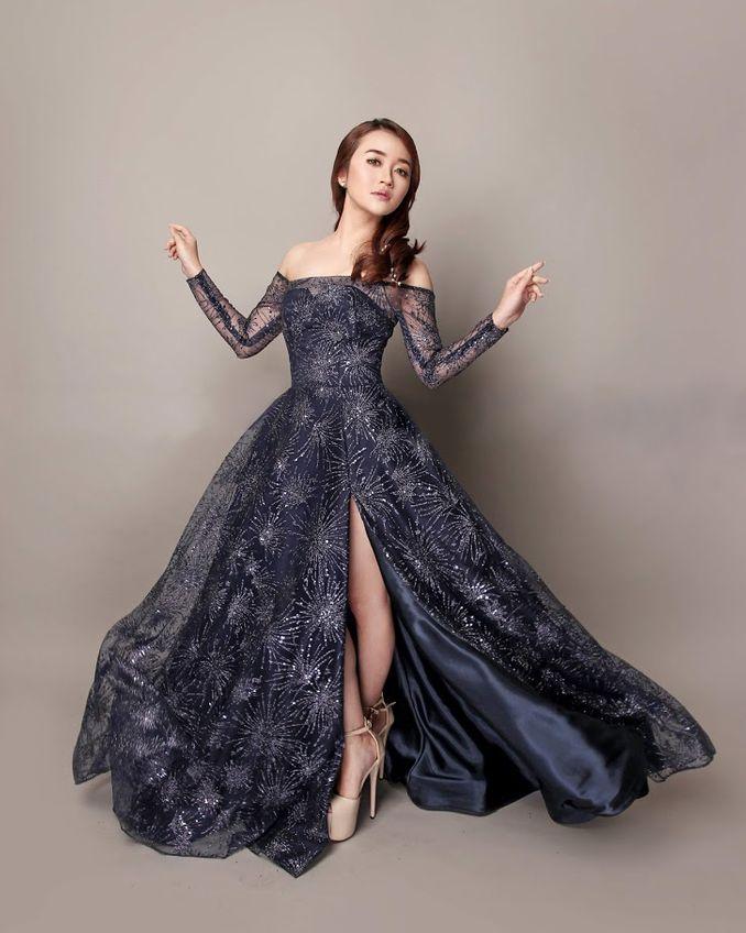15 Desainer Pilihan untuk Custom dan Sewa Baju Lamaran di Acara Pertunangan Image 9
