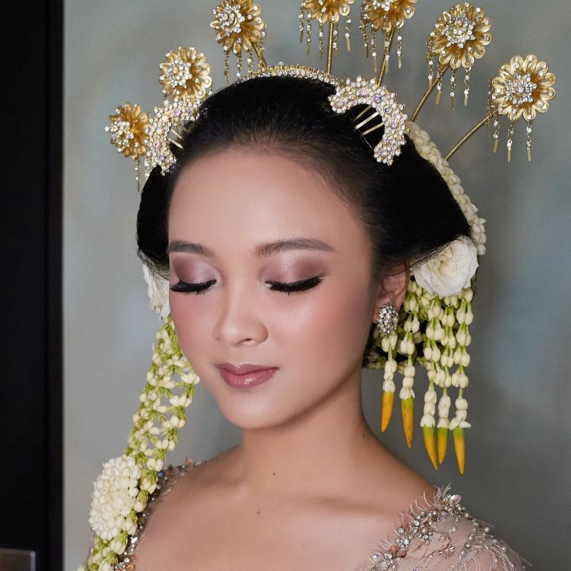 The Bridal Makeup Trend Every 2019 Brides Need To Know