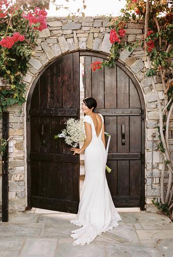 8 Simple Wedding Dress Ideas for the Minimalist Bride - Bridestory Blog