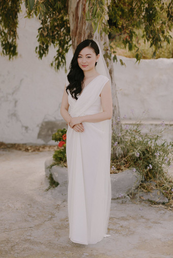 2fdb3f30322 8 Simple Wedding Dress Ideas for the Minimalist Bride - Bridestory Blog