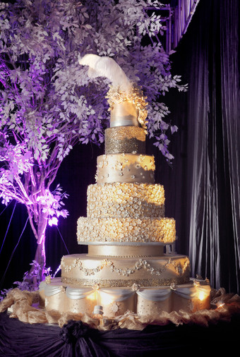 These Over-The-Top Wedding Cakes will Definitely Whisk you Away ...