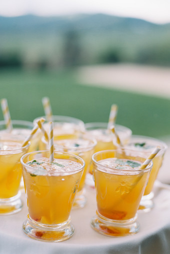 6 Recipes To Have The Perfect Cocktail Hour At Your Wedding