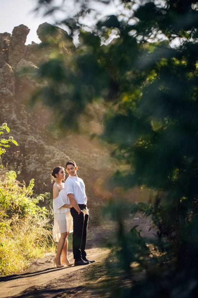 Bali Engagement Portrait by Max.Mix Photograph - 007