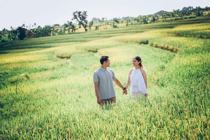 Bali Engagement Portrait by Max.Mix Photograph - 008