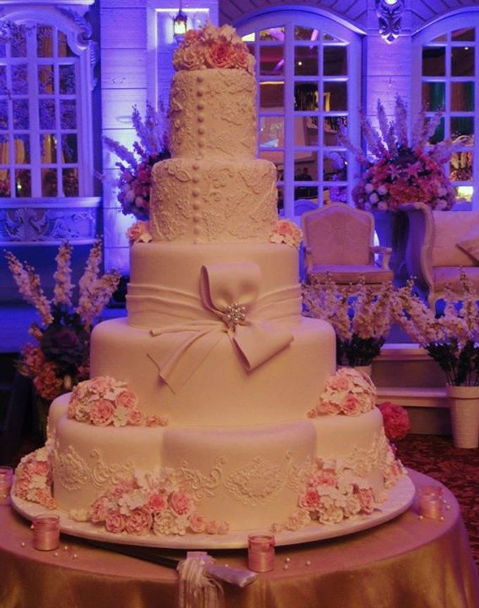 5 layer wedding cake 5 layers wedding cakes by lenovelle cake bridestory 10447