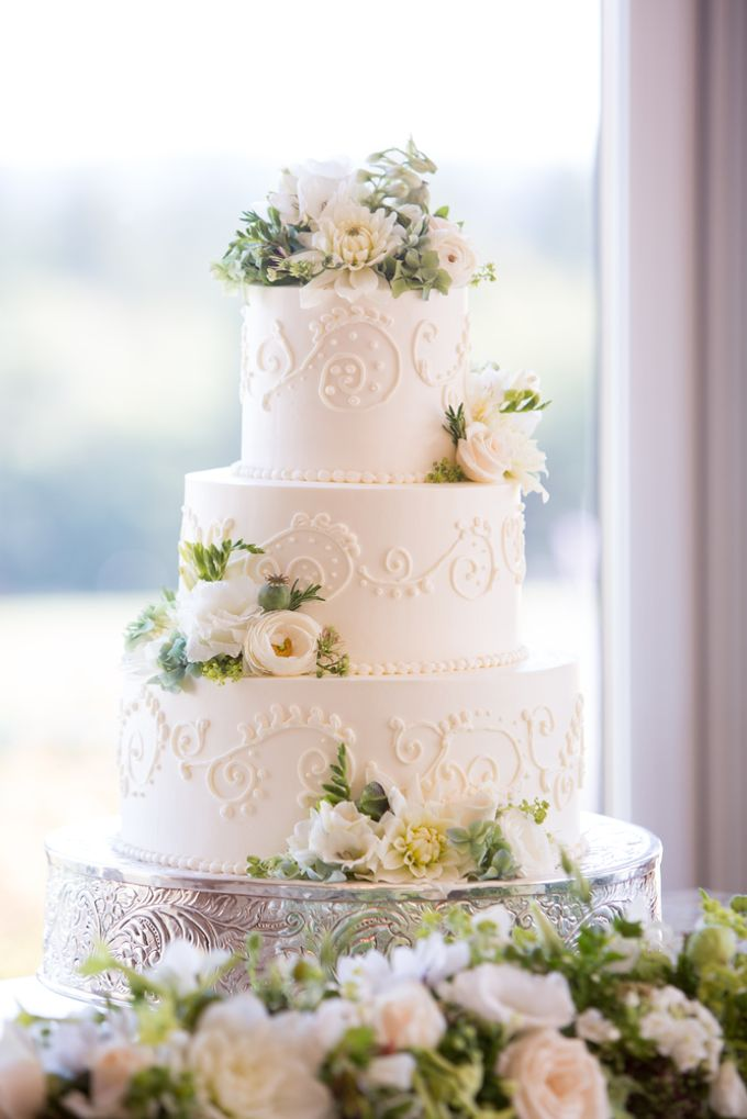Wedding cakes and cupcakes by CUPCAKES COMPANY - 007