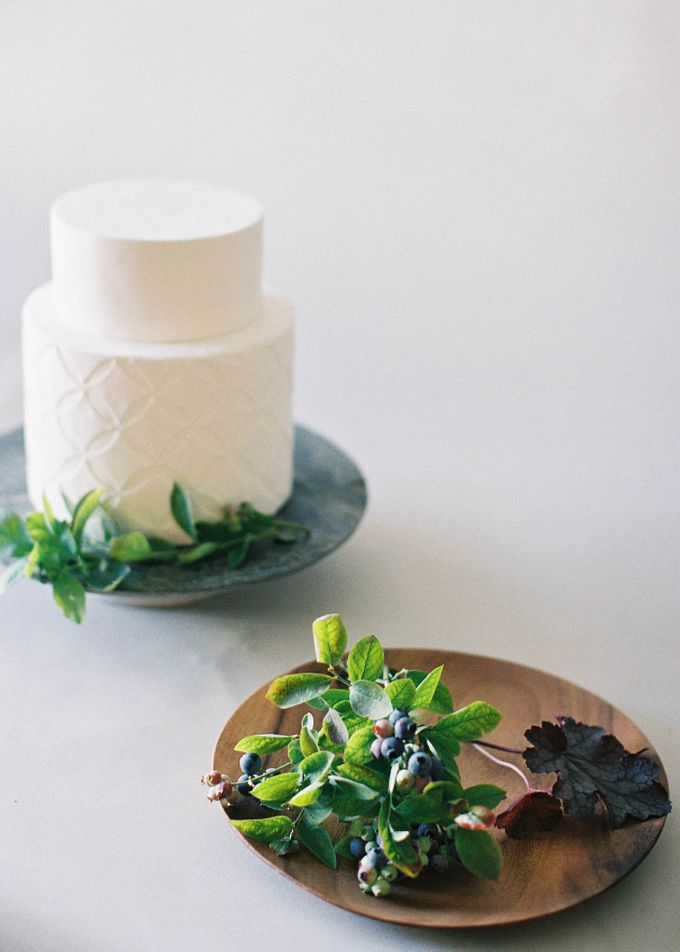 Lush Botanical Cake Design Inspiration for the Naturalist Bride by Jen Huang Photo - 024