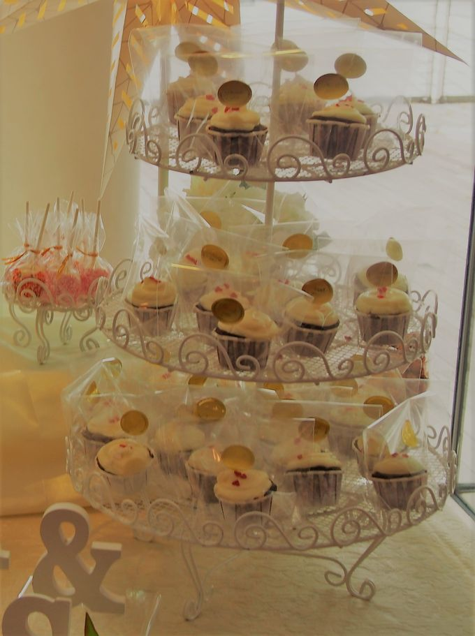 Gold and Soft White Dessert Table by Marina Bay Sands - 003
