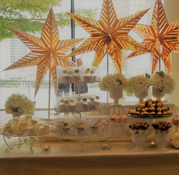 Gold and Soft White Dessert Table by Marina Bay Sands - 004