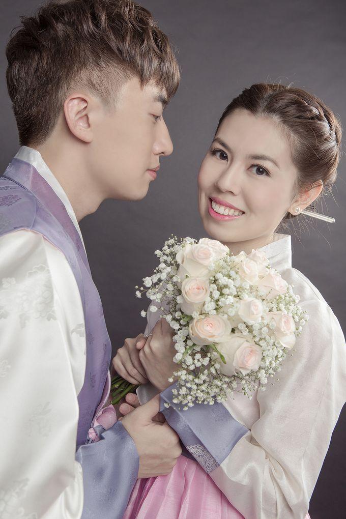 Studio Pre-Wedding Shoot by Memoire & Co - 016