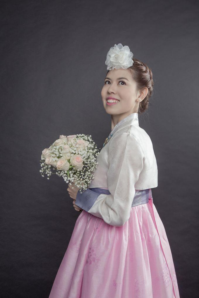 Studio Pre-Wedding Shoot by Memoire & Co - 018
