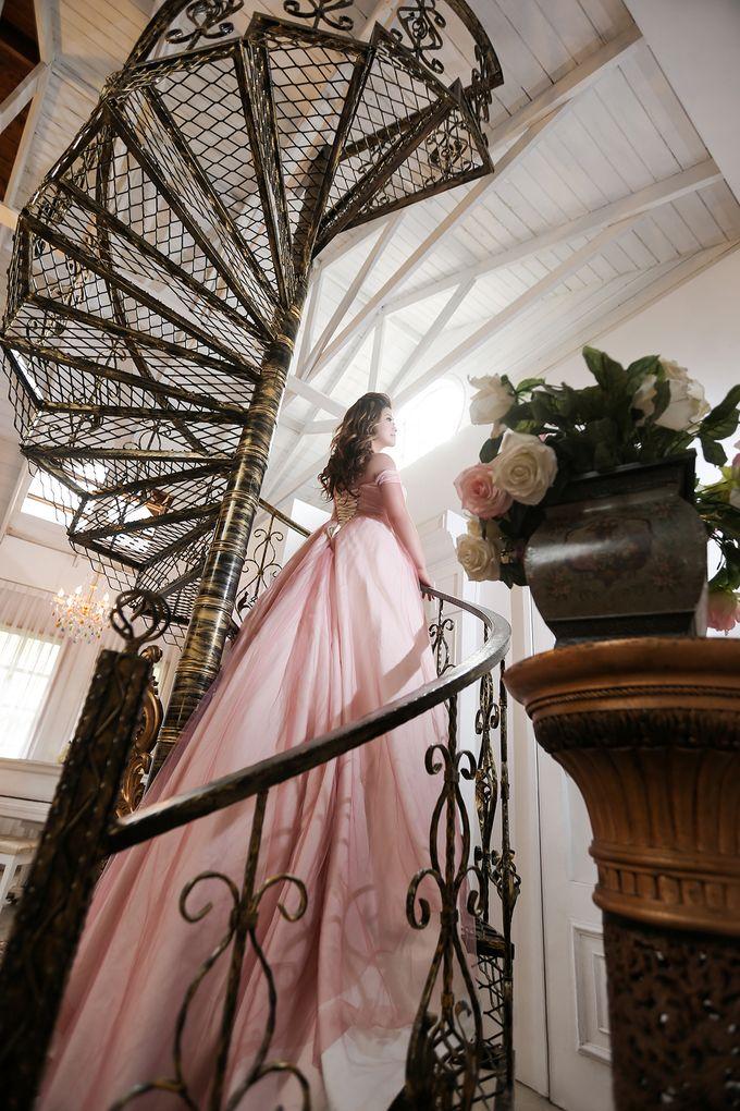 Studio Pre-Wedding Shoot by Memoire & Co - 031