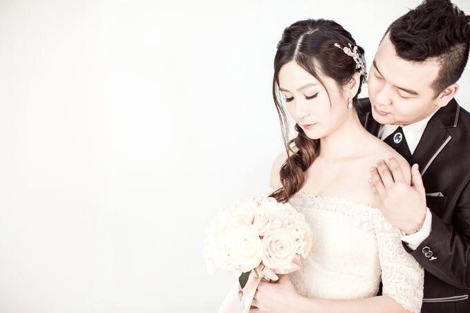 Studio Pre-Wedding Shoot by Memoire & Co - 036