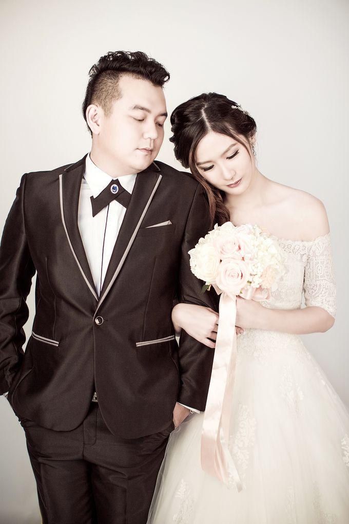 Studio Pre-Wedding Shoot by Memoire & Co - 037