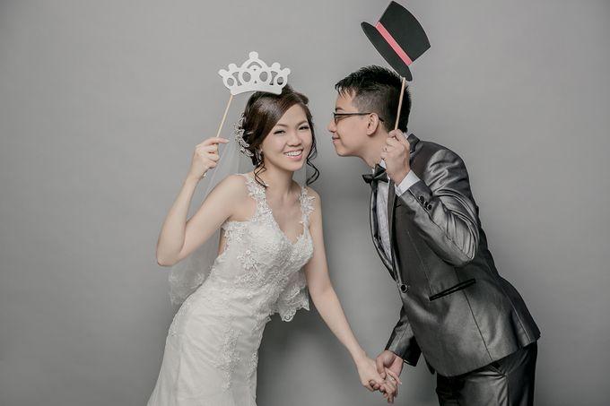 Studio Pre-Wedding Shoot by Memoire & Co - 045