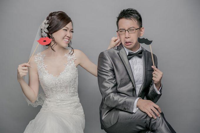 Studio Pre-Wedding Shoot by Memoire & Co - 047