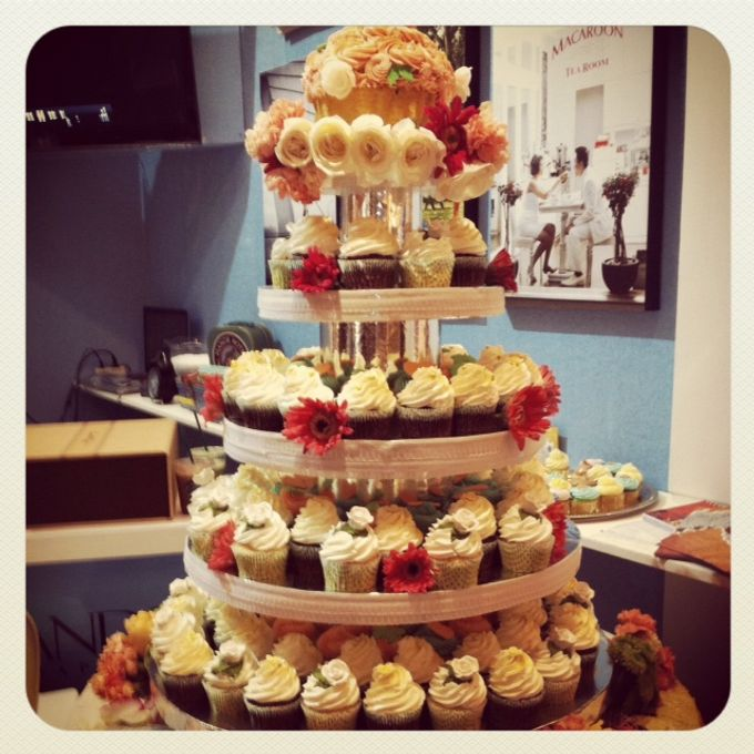 Wedding cakes and cupcakes by CUPCAKES COMPANY - 006